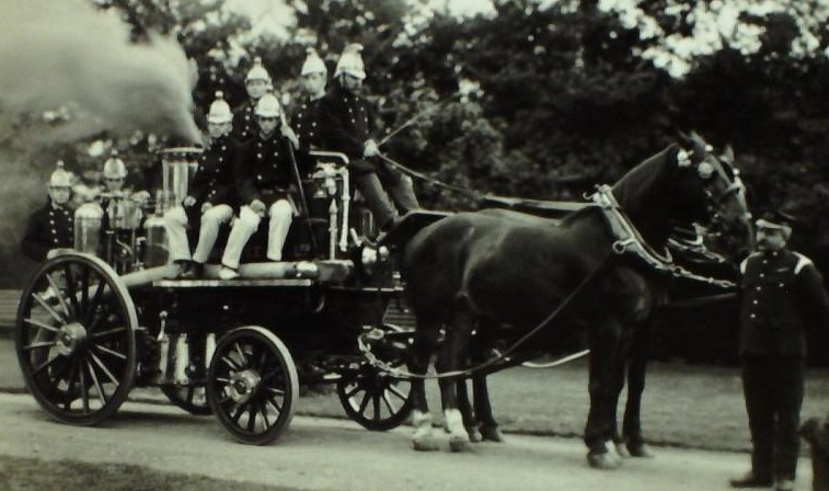 Photograph of Bootham School Fire Brigade with Fire Engine, 1911.