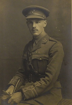 Photograph of Arnold Pumphrey in uniform.