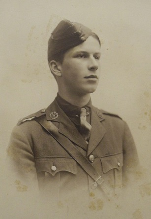 Photograph of Oliver Bell in uniform.